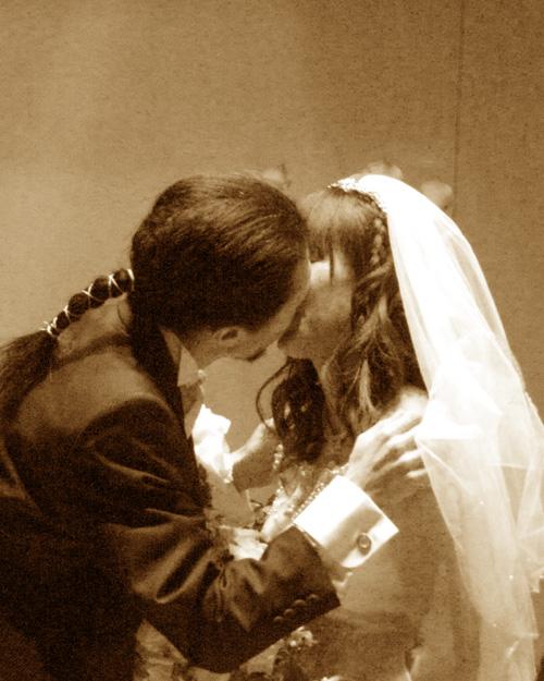 kiss2jpg.jpg