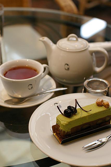 織部とは ケーキの名です 抹茶味