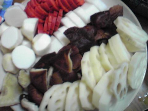 野菜の下準備をします