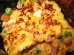 ミックスベジタブルとベーコン入りの卵焼き