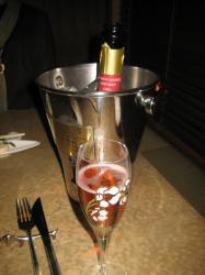 ロゼのスパークリングワインで乾杯( ^_^)/□☆□\(^_^ )