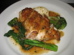 鶏胸肉のローストと季節の野菜、エッシャロットのソース