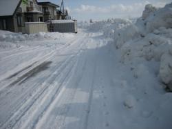 とけた路面にまたまた雪です