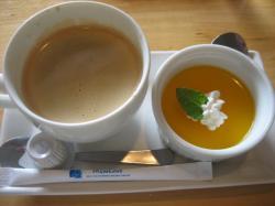 デザートのコーヒーとオレンジの2色ムース