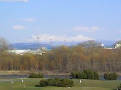 お天気がよい日は、大雪山が浮き上がって見えます(^^)