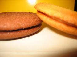 ホワイトチョコクリームがサンドされています♪