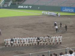 両校選手が応援席に挨拶(^^)