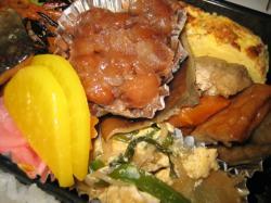 煮豆、煮物、漬物、卵とじ、魚、切り干し大根、ひじき煮、ウィンナー、唐揚げ、生野菜、卵焼きなどなど・・・