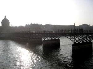 ポンデザール橋(芸術橋)パリで最初の鉄製の橋