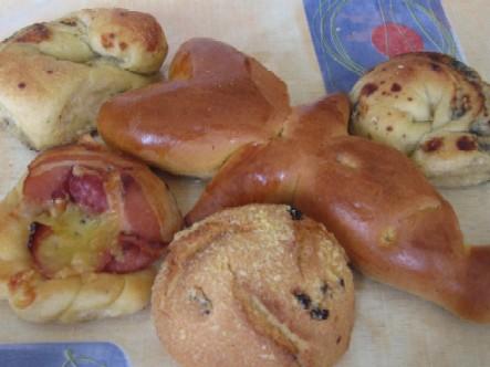 昨日買ってみたパン、いろいろ。