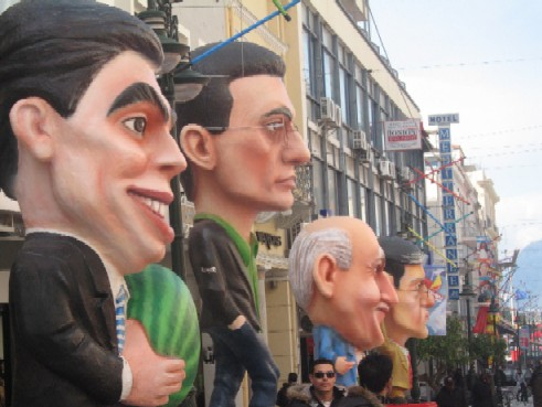 ニュースキャスターなど、ギリシャの有名ジャーナリストが風刺されてハリボテ人形に!