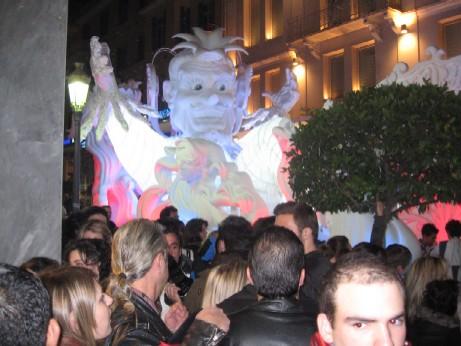 2009年カーニバルの王様、開会式では、まだ色は塗られていません。