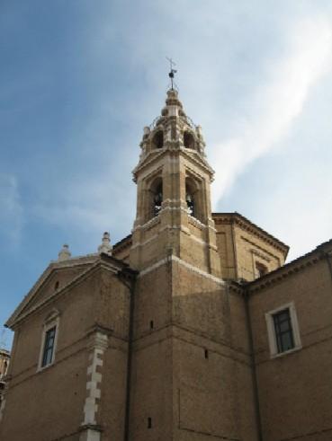最後に見たときは修復中だった、ちょっと珍しい形の教会の塔