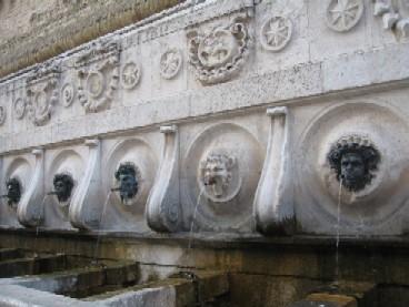 16世紀から残る噴水