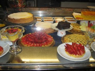 持ち帰りでケーキを買った「ローザ」というジュラートもお勧めのお店。隣のピザの店と合併してさらに大きな店舗になっていた。