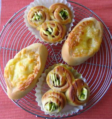 チーズパンアスパラハムロール