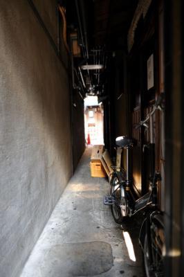 路地裏自転車