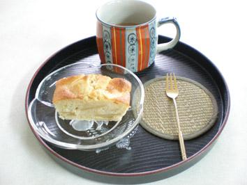 りんごのパウンドケーキとコーヒー