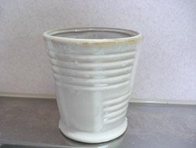 白い植木鉢
