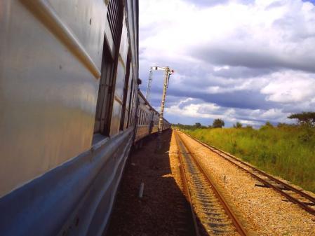 タンザン列車の窓から2