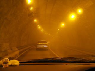 霧のトンネル
