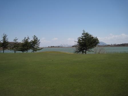 7番グリーンより霊仙寺湖方面