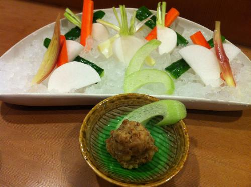 ざく切り野菜と麦味噌