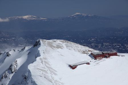唐松頂上山荘と浅間山、四阿山かな?