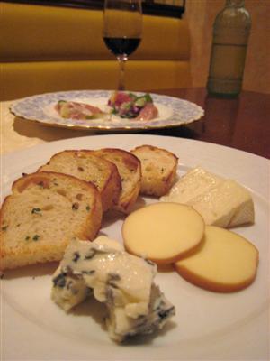 チーズ盛り合わせガーリックトースト付