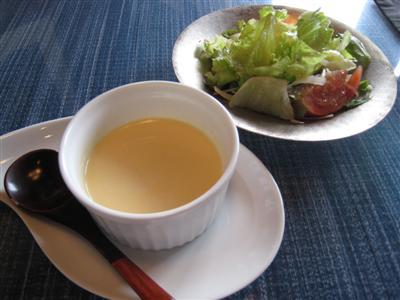 本日のスープとプチサラダ