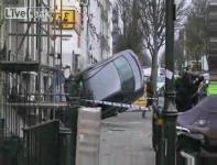 ロンドン警察と麻薬売人のカーチェース後の惨状
