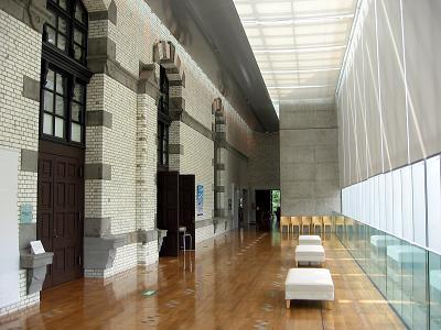近代と現代がうまく融合した図書館の内部(3F)