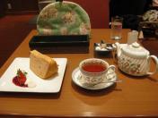紅茶とシフォンケーキ。