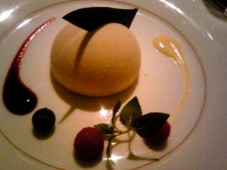 「ホワイトチョコレートムース フレッシュベリー」グランドハイアット福岡