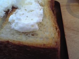 「自家製ハードパン+バター」ORTO CAFE(福岡市)