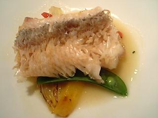 「玄海産 甘鯛の鱗焼き 魚のソースで」ホテルニューオータニ博多