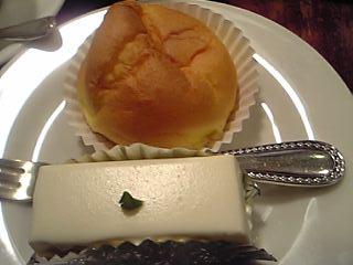 「レアチーズとシュークリーム」しろたえ(赤坂見附)