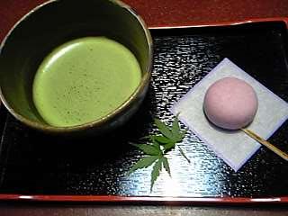 「お菓子(おいもの花)と抹茶」秀水園(指宿温泉)