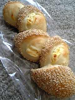 「ごまとクリームチーズのエピ」ブーランジェリー ラ・タルティーヌ(福岡市)