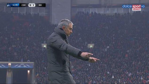 手を広げて。