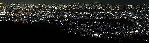 Night_view_of_Kyoto_City_(from_Higashi-yama)s-.jpg