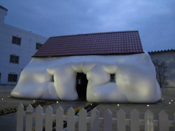 十和田美術館 ふわふわハウス