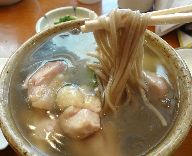 『加辺屋 西公園店』葛かけそば・とり(麺リフト)