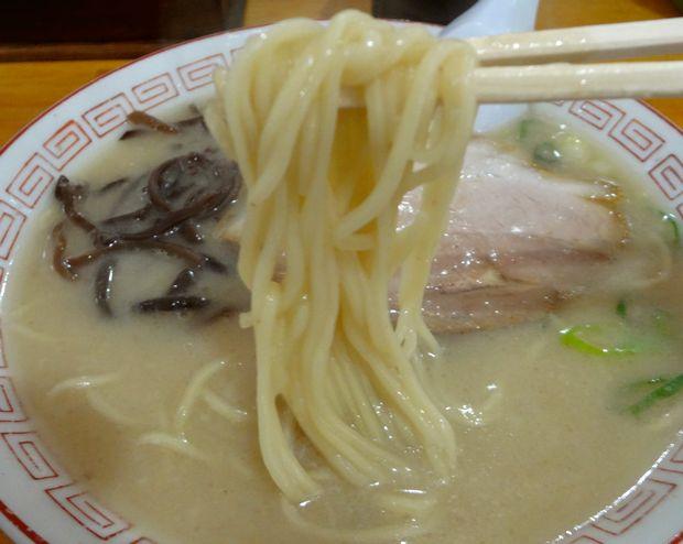 『ぎょらん亭 八幡店』とんこつラーメン・豚骨十割(麺リフト)