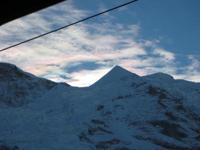 スイスアルプスとオーロラ雲