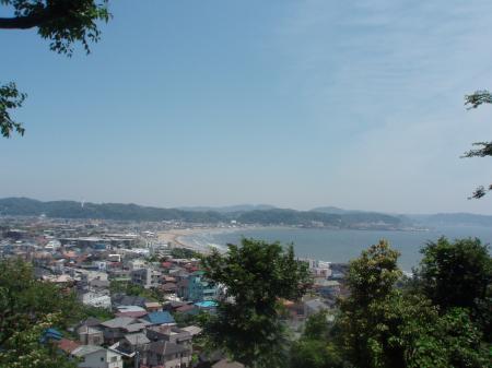 長谷寺から由比ヶ浜を眺める