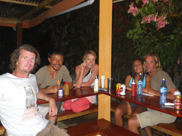 20110519_11_Happy_Dinner_after_Surf_with_Jonny_Ellenor_Mick.jpg