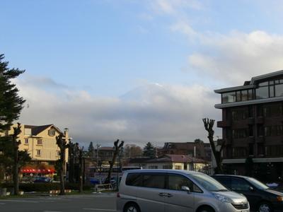 22.4.17 わかるかな富士山ですよ