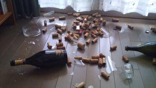 地震で落下の花瓶