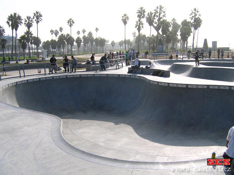 VeniceBeachSkateboardParkPool[1]